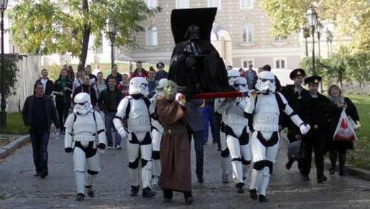 В Одессе Ленина перелепили в Дарта Вейдера