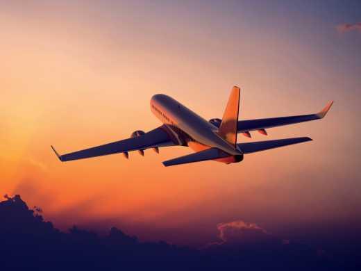 Украина полностью закрывает авиасообщение с Россией