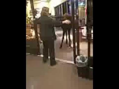 В Америке лось зашел в супермаркет