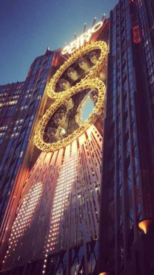 В Китае открыли «Чертовое колесо» в виде восьмерки, с прозрачным полом (ФОТО)
