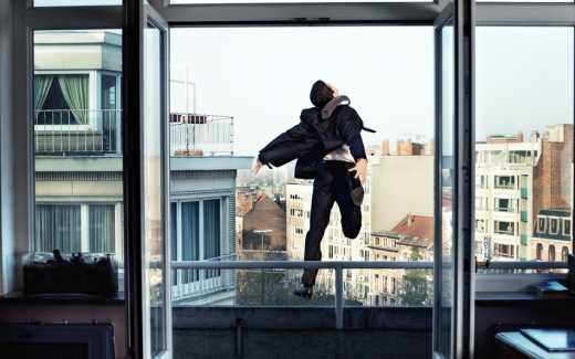 У Харкові чоловік вистрибнув із вікна 8 поверху