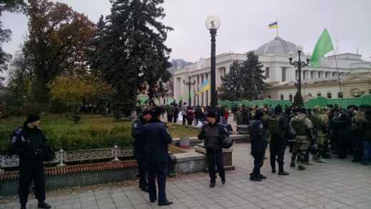 «УКРОП» пикетирует Верховную Раду