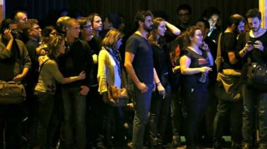 В Париже ЧП: Террористы захватили театр и убивают посетителей поочередно