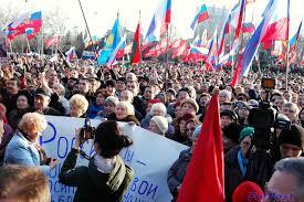 «Возвращения в СССР», — в Севастополе учителей принуждают выходить на митинг с транспарантами