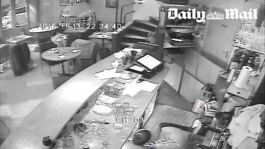 Daily Mail опубликовала ужасающие кадры расстрела посетителей ресторана в Париже (видео)