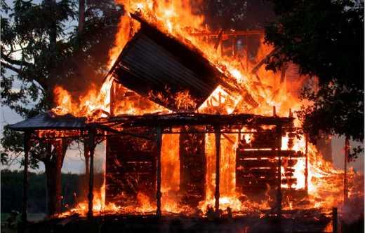 На Дніпропетровщині в пожежі загинули троє людей