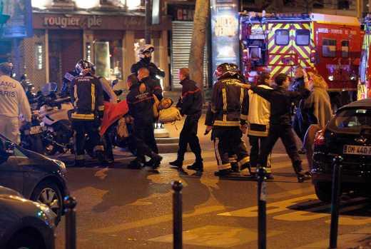 """З'явилося відео з початком стрілянини на концерті в паризькому театрі """"Батаклан"""""""