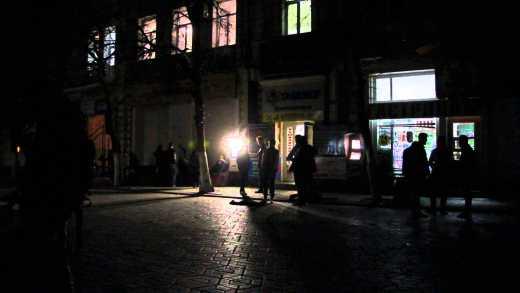 В Симферополе спели гимн Евромайдана, российская милиция «не видела» — было темно (ВИДЕО)