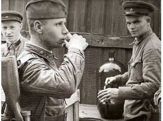 История: Красная Армия ежемесячно потребляла не менее 45 цистерн водки