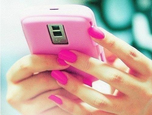 Узнай, как невероятно интригующе пригласить девушку на свидание с помощью смс