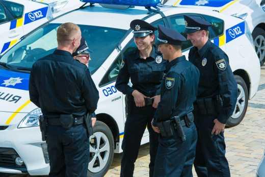 Канадские копы одели украинских колег на $5 млн