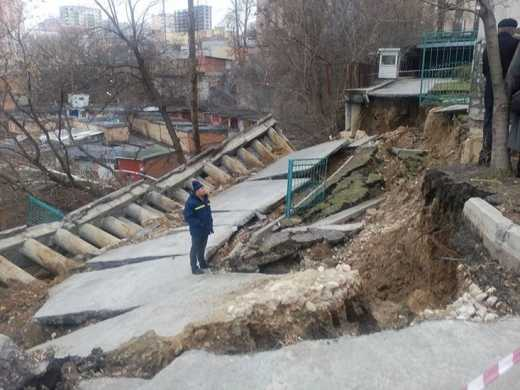 Оползень в Киеве: обрушилась часть жилого дома