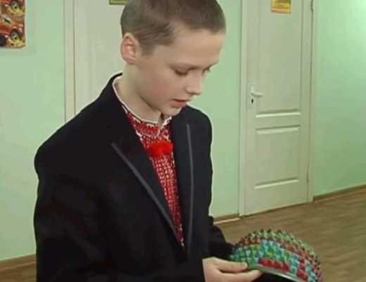 Рівненський семикласник винайшов чудо-каску, яку неможливо пробити