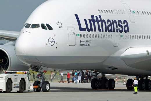 Пассажир решил покинуть самолет не дожидаясь посадки