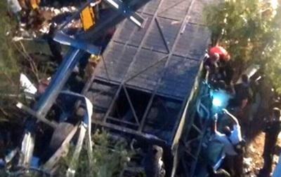 ВВС: В Аргентині з мосту зірвався автобус
