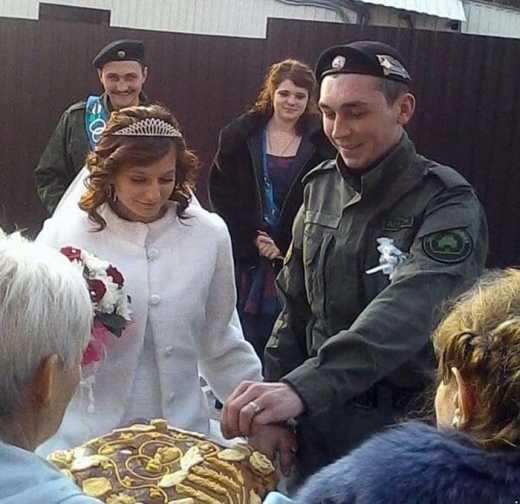 Свадьба в «ДНР»: боевик и невеста поставили прочерк в графе о гражданстве