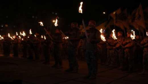 Бійці «Азову» відкрили пам'ятник Святославу, скинувши Леніна (ФОТО)