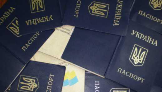 СБУ затримала чиновницю, яка везла в «ДНР» підроблені паспорти