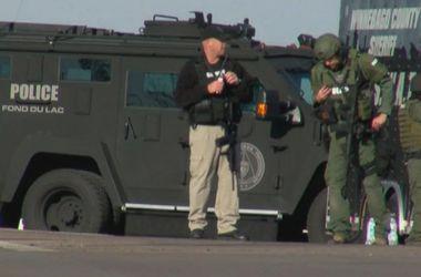 Стрілянина в США: невідомий захопив заручників