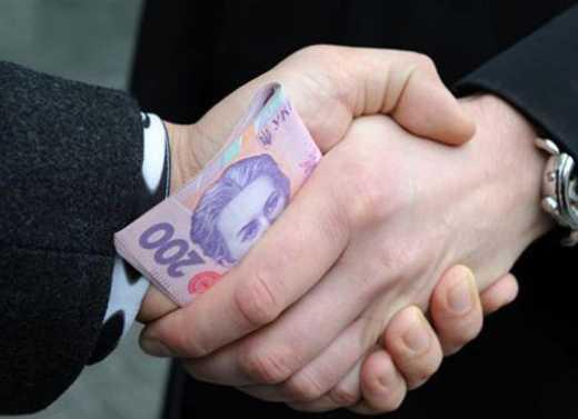Чиновников Минобороны поймали на взятке в 550 тисяч гривен
