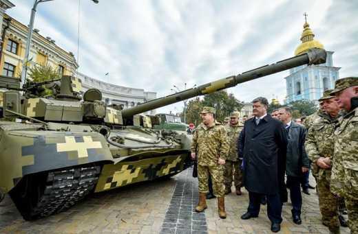 Порошенко задоволений забезпеченням військ у 2015 році