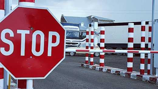 Кремль не пропускает турецкие продукты: фуры стоят на границе шестые сутки (ФОТО)