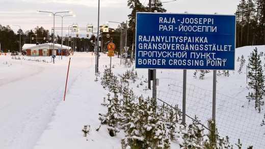 Фінляндія повертає мігрантів назад до Росії