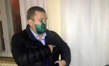 Новогодний Шрек: Глава ТИК Кривого Рога получил зеленкой по лицу