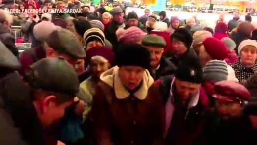 Дешевые яйца и сахар спровоцировали бойню между покупателями киевского супермаркета (ВИДЕО)