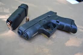 Українець  хотів пронести на борт літака пістолет
