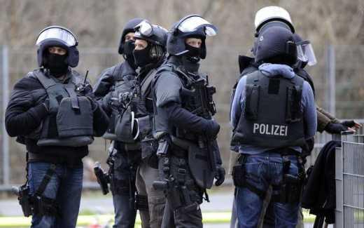 """Немецкие полицейские """"обезвредили"""" пейнтболиста в комуфляже"""