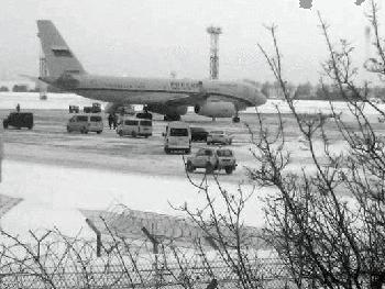 Літак Путіна приземлився поблизу Києва