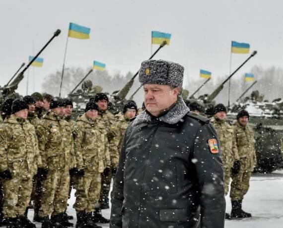 Порошенко пообещал увеличить зарплаты военным