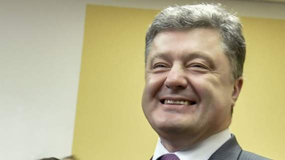 Порошенко таки сократил объём соцвыплат украинцам