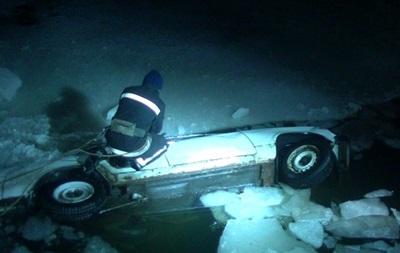 У Харкові авто впало в річку: є загиблий