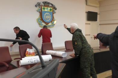 Жителі Краматорська побили сепаратистів, яких прикривала поліція (ВІДЕО)