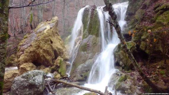 В оккупации обрушилась достопримечательность Крыма — водопад Серебряные струны (фото)