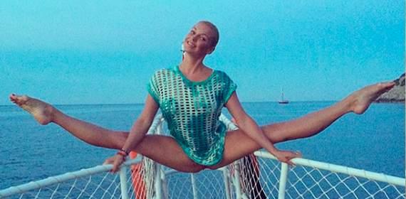 Волочкова прокомментировала свой «писи-шпагат» и бикини
