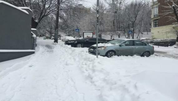 Киев замело снегом (ФОТО)