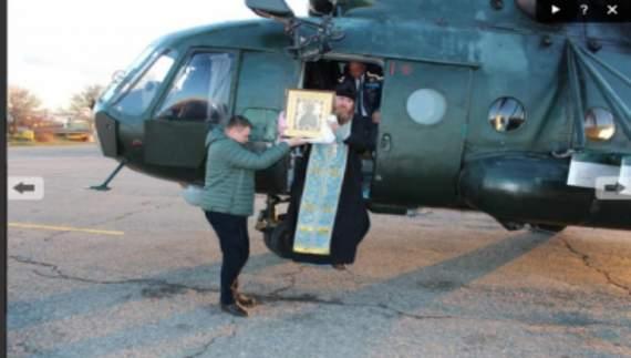 Крым «освятили» иконой с вертолета и молитвами за появление света