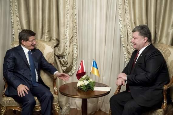 Порошенко обсудил с премьер-министром Турции Ахметом Давутоглу совместные действия против России