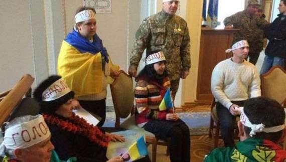 Криворожские активисты заблокировали Администрацию Президента