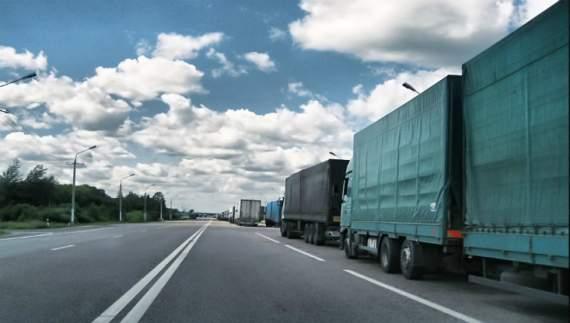 Росія повністю зупинила транзит українських товарів