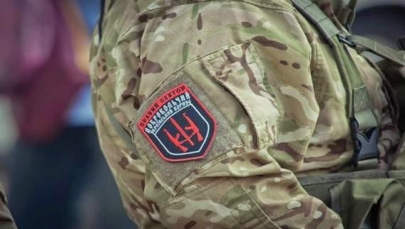 Екс-бійці «Правого сектору» напали на будинок Львівського бізнесмена