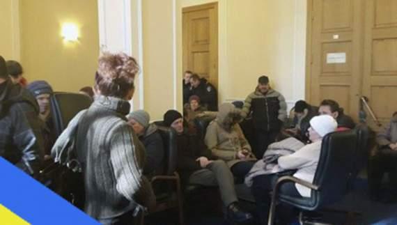 У Києві розпочався масштабний мітинг, нова поліція готується його розігнати