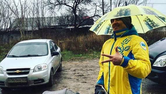 Усік вийшов на прогулянку Сімферополем у синьо-жовтому