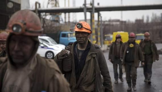 Бойовики закривають шахти та змушують гірників воювати