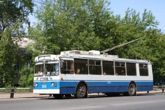 Чоловік голяком проїхався у київському тролейбусі