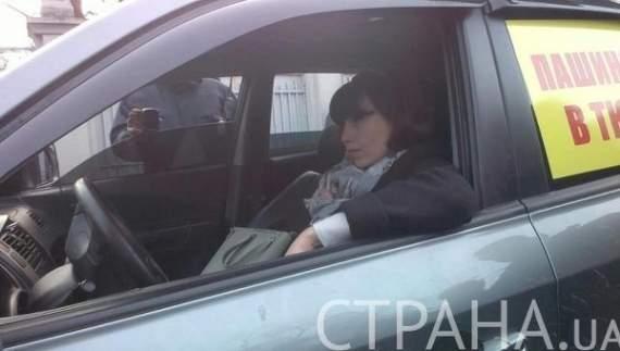 Обдолбанная Таня Черновол угнала автомобиль прямо из-под ВР.