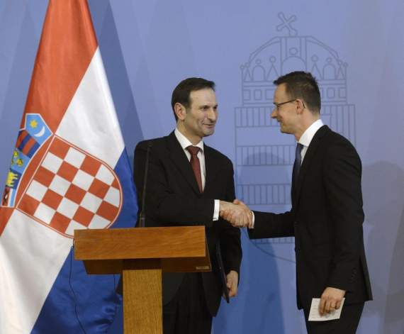 ЄС беззахисна перед потоком мігрантів, – МЗС Угорщини